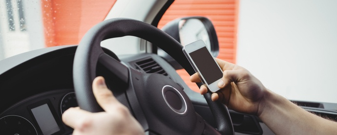 Dont-dial-and-drive-crackdown-on-mobile-phone-offences.jpg